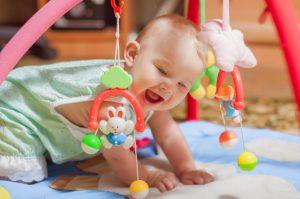 ענבלתנועה | קורס התפתחות תינוקות מגיל חודש ועד שנה. כל מה שרצית לדעת על שלבי התפתחות התינוק