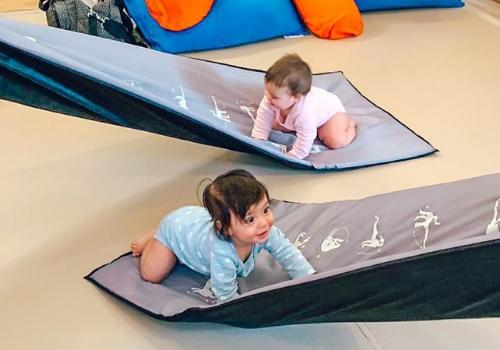ענבל לתנועה | ליווי התפתחותי: רעיונות למשחקים עם תינוקות